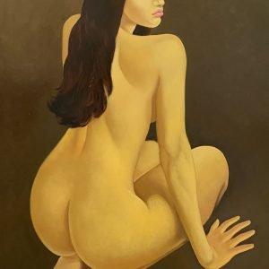 Desnudo sobre fondo gris